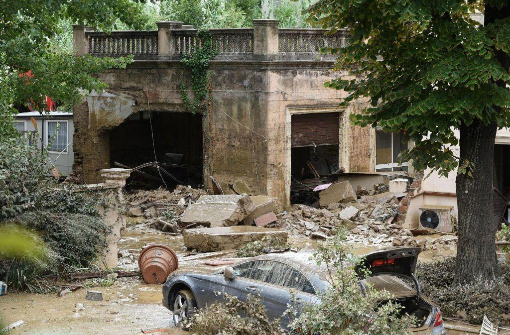 Ein Uberschwemmtes Haus In Der Toskana Unwetter Haben In Der Region