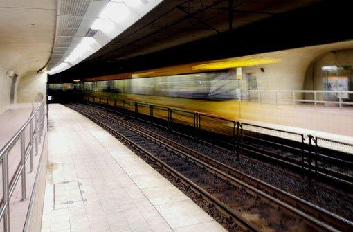 Die Stadtbahnlinien U12, U5, U6 und U8 sind unterbrochen. An der Haltestelle Degerloch wurde eine Frau lebensgefährlich verletzt. (Symbolbild) Foto: Leserfotograf