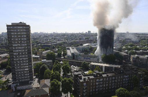 Londoner Hochhausbrand: Demo vor Rathaus