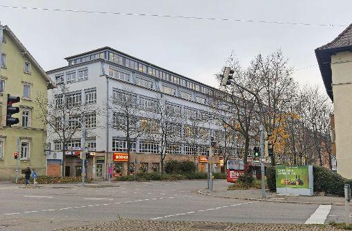 Die Vhs fühlt sich im Kübler-Areal (links) nicht mehr wohl. Ein Teil der Kurse wird künftig am Rotebühlplatz konzentriert. Foto: J. Brand
