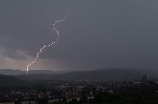 Wetterdienst warnt vor Starkregen und Sturmböen