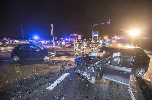 Unfall auf der Kreuzung – drei Schwerverletzte