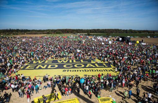 Tausende demonstrieren am Hambacher Forst