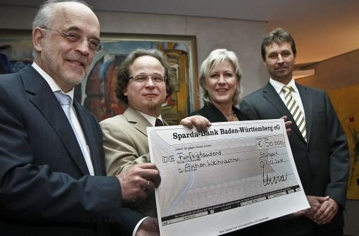 Übergabe eines Spendenschecks Foto: PPFotodesign.com