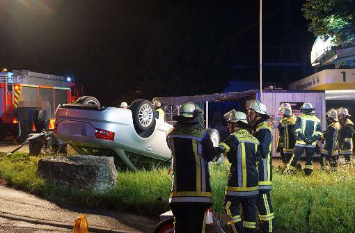 Weil er zu schnell gefahren war, ist ein 25-Jähriger in Kirchheim mit seinem Audi von der Straße abgekommen.   Foto: SDMG