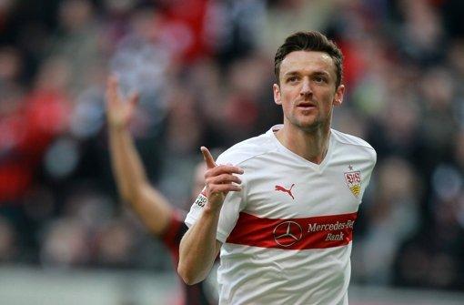 Der VfB will seine Serie auf Schalke ausbauen und kann dabei auf Kapitän Christian Gentner zurückgreifen. Foto: dpa