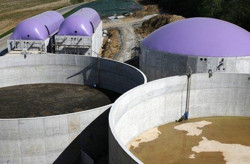 Gärbottiche einer Biogasanlage bei Pforzheim – die Branche hat es derzeit schwer. Foto: dpa