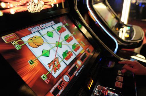 Ein Spielcasino-Betreiber aus Stuttgart scheint mehrere Automaten manipuliert zu haben (Symbolbild). Foto: dpa