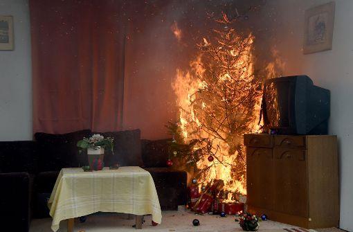 Brandfall Weihnachtsschmuck: Advent, Advent – es lichterloh brennt ...