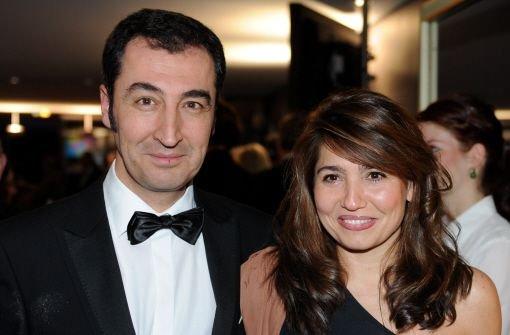 Der Bundesvorsitzende der Grünen, Cem Özdemir, zusammen mit seiner Ehefrau, der aus Argentinien stammenden Journalistin Pia Maria Castro, auf dem Landespresseball in Stuttgart im Jahr 2011. Der Politiker mit türkischen Wurzeln gewährt uns einen Einblick ...  Foto: dpa