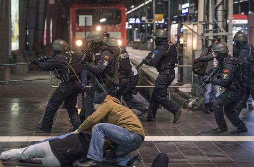 Szenen wie diese werden am Stuttgarter Hauptbahnhof zwar zu hören, aber nicht zu sehen sein. Foto: dpa