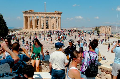 Urlaub in Griechenland ist wieder gefragt (im Bild: Besucher der Akropolis). Foto: