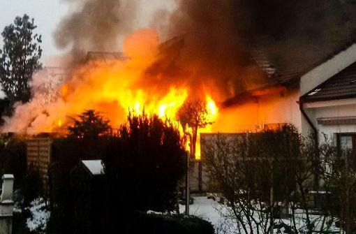 Brand zerstört zwei Reihenhäuser