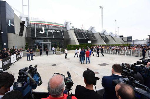 Seine Ankunft sorgte für einen großen Medienauflauf. Foto: AFP
