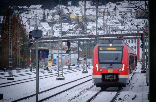 Für die Fahrgäste in Stuttgart soll der Nahverkehr einfacher und in Teilen günstiger werden, für die Region muss im VVS noch eine Lösung gefunden werden. Foto: Lichtgut/Achim Zweygarth