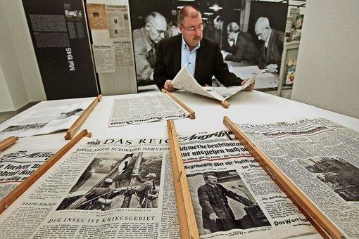 Zeitungen aus der NS-Zeit sind ein Teil der neuen Ausstellung von Martin Häußermann und Kollegen im Staatsarchiv. Foto: factum/Granville