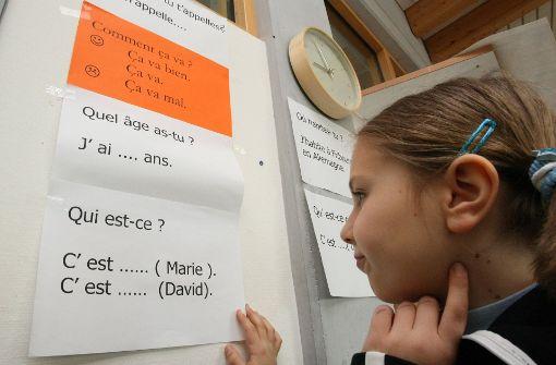 Grundschüler sollen erst in der dritten Klasse mit Englisch oder Französisch anfangen. Foto: dpa
