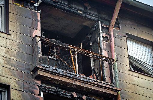 Feuer in Mehrfamilienhaus zerstört Wohnungen