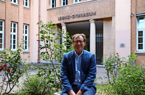 Otto Fischer war 31 Jahre  in verschiedenen  Schulleitungsfunktionen tätig. Seit 2011  war er Rektor am Leibniz-Gymnasium. Foto: Georg Friedel