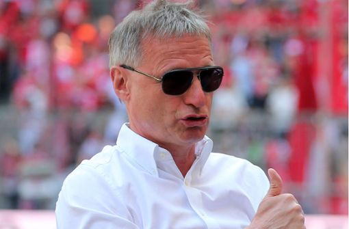 Alles klar – der VfB-Manager Michael Reschke kann seine WM-Reise beginnen. Foto: Baumann