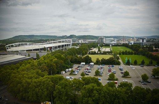 Auf dem gelände des Neckarparks sollte ein Autohotel entstehen. So weit wird es wohl nicht kommen - auch das Sportbad-Projekt spielt dabei eine Rolle Foto: StN