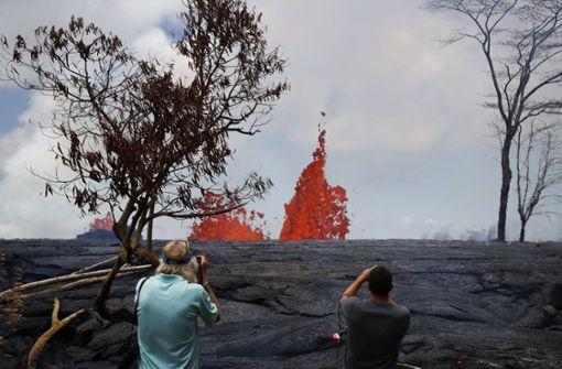 Lava aus dem Vulkan Kilauea fließt auf Hawaii in den Pazifik. Foto: AP