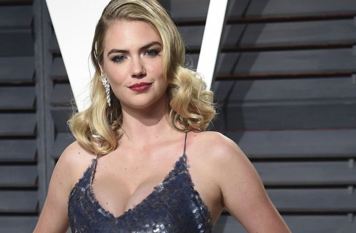 Kate Upton: Welle spült Model von Felsen