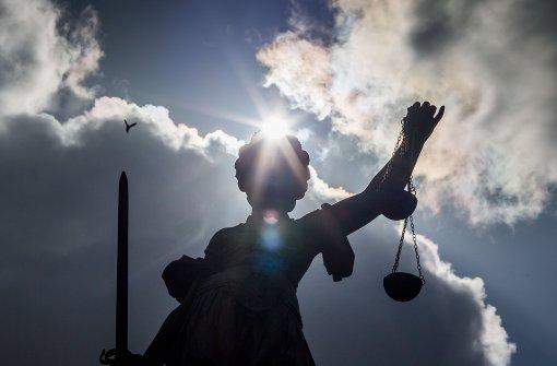 Das Amtsgericht Stuttgart hat einen Bankmitarbeiter hinter Gitter geschickt. Der Mann hatte 750000 Euro gestohlen. Foto: dpa