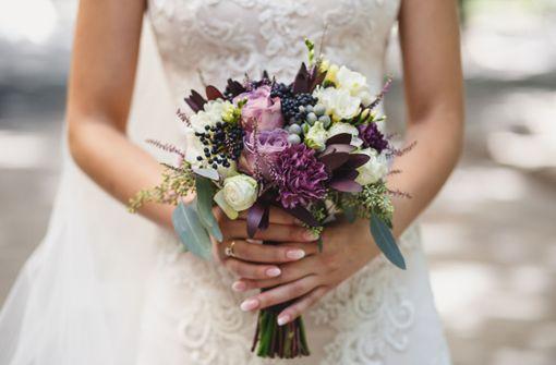 Rache ist süß! Braut liest Affären-SMS am Altar vor