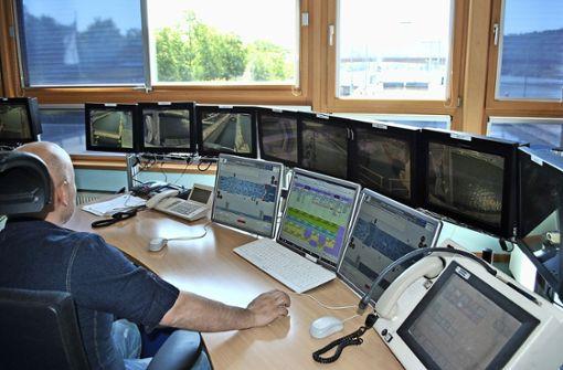 Ohne Schleusen geht nichts auf dem Neckar. Zwischen Plochingen und Hofen  werden durchschnittlich acht Binnenschiffe täglich abgefertigt. Foto: