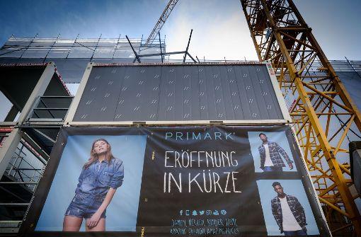 Einer der Gründe ist die baldige Eröffnung der umstrittenen Modekette Primark. Foto: Lichtgut/Achim Zweygarth