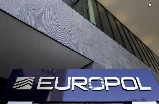 Europol veröffentlicht Fotos mit Beweisstücken aus Videos
