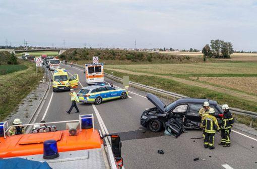 Eine 45 Jahre alte Autofahrerin ist auf der Bundesstraße 464 bei Sindelfingen die Gegenfahrbahn geraten. Foto: SDMG