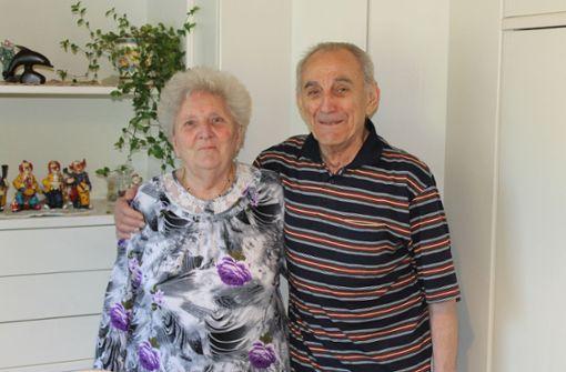 Gisela (84) und Alfred Felber (86), seit 60 Jahren verheiratet. Sie: Wichtig ist, dass man sich vertraut und liebt, dass man einander immer treu bleibt. Man muss auch in schlechten Zeiten zusammenhalten. Foto: Er: Gemeinsam haben wir viele Schiffsreisen gemacht, waren in Brasilien, Amerika und Russland. Das hat gut getan und unseren Zusammenhalt gestärkt. Treue und Liebe sind auch wichtig. Margret Rilling