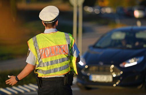 Betrunkener fährt der Polizei davon