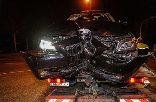 BMW-Fahrer kracht betrunken an Ampelmast