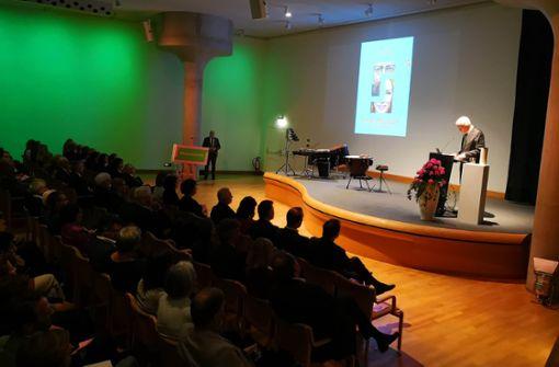 In seiner Rede verspricht Ministerpräsident Winfried Kretschmann, dass er das Museum auch weiterhin tatkräftig unterstützen werde.  Foto: Andreas Rosar