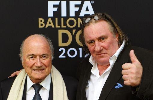 Fifa-Präsident Joseph Sepp Blatter (links) und der Schauspieler Gerard Depardieu Foto: dpa