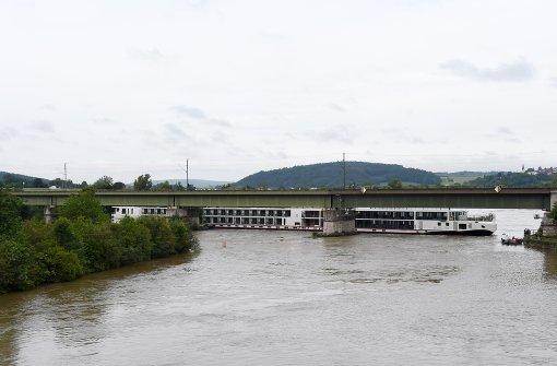 Ausflugsschiff mit 200 Gästen havariert
