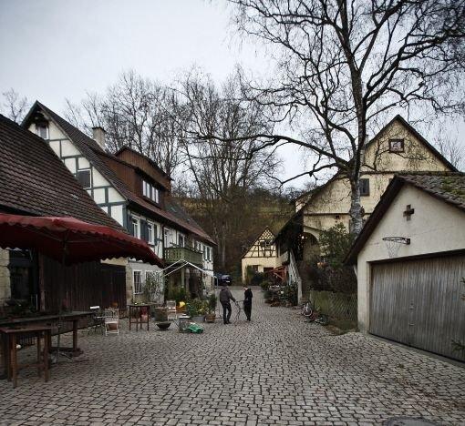 Urig-gemütliche Gaststube, die Eselsmühle im Aichtal Foto: Piechowski