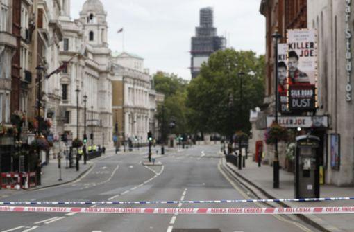 Der Bereich wird von der Polizei weiträumig abgesperrt, auch die U-Bahn-Station Westminster wird geschlossen. Foto: AP