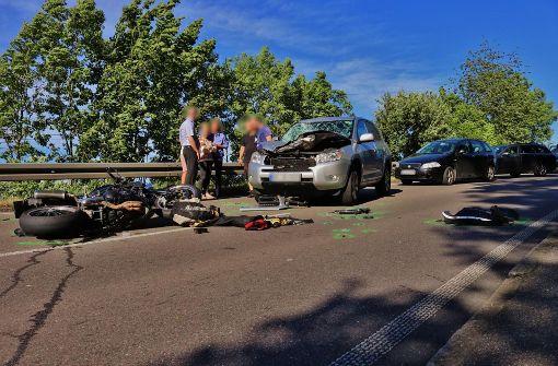 Motorradfahrer nach Frontalzusammenstoß schwer verletzt