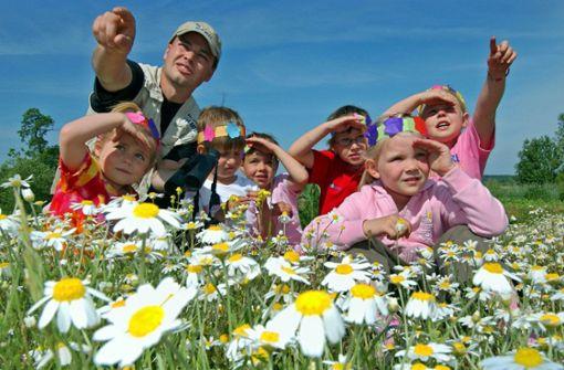 Entdeckungen in der Natur sollen im neuen Kindergarten eine wichtige Rolle spielen. Foto: dpa