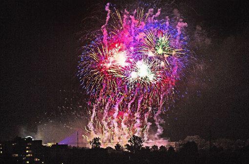 Farbenfrohe Explosionen in der Nacht