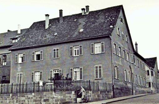Das einstige Schulgebäude an der Großen Falterstraße 18 soll abgerissen werden; das gefällt nicht jedem. Foto: privat