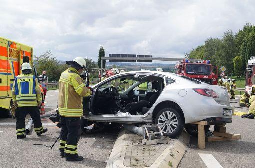 Der Fahrer des Mazda wurde schwer verletzt. Foto: SDMG