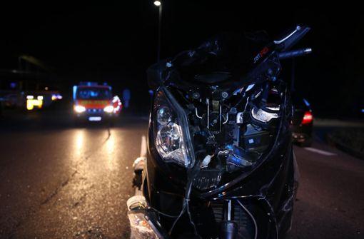 Rollerfahrer bei Überholversuch schwer verletzt
