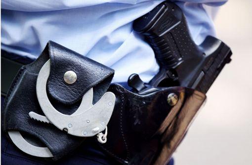 Ein Mann mit Spielzeugpistole hat schon wieder einen Polizeieinsatz ausgelöst (Symbolbild). Foto: dpa