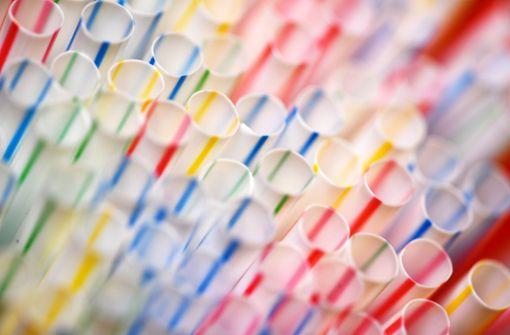 EU verbietet Trinkhalme und Teller aus Plastik