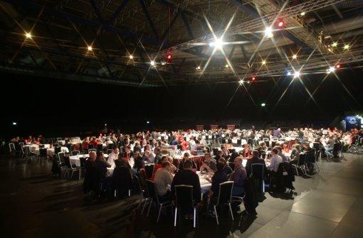 Rund 750 weitere VfB-Mitglieder sind dem Aufruf gefolgt, sich an der Vereinsentwicklung des Fußball-Bundesligisten zu beteiligen. Das Treffen hat in der Schleyerhalle stattgefunden.  Foto: Pressefoto Baumann